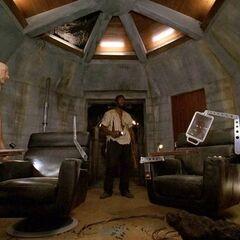 Locke i Mr. Eko eksplorują stację