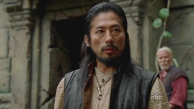 Archivo:6x01 Japanese Temple leader.jpg