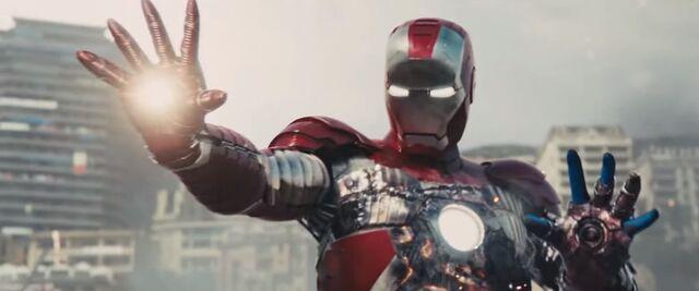 File:Damaged Mark V-Iron Man 2.jpg