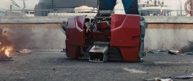 File:Briefcase armor-Iron Man 2.JPG