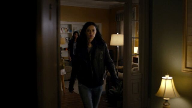File:JessicaJones 1x06 AKAYoureAWinner 449.jpg