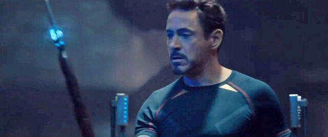 File:Avengers-age-of-ultron-tony-stark-bruce-lee-t-shirt-1024x423-126651.jpg