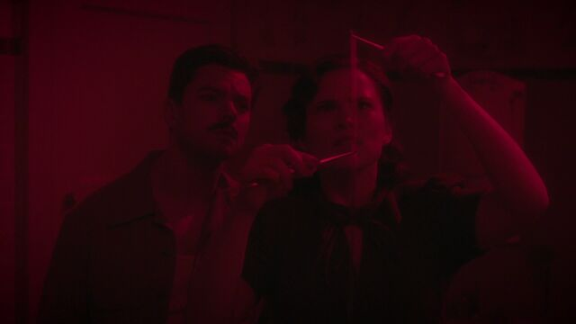 File:HowardStark-PeggyCarter-Red.jpg
