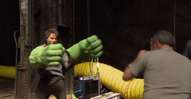 File:Avengers-ruffalo-hulk-hands-1-.jpg