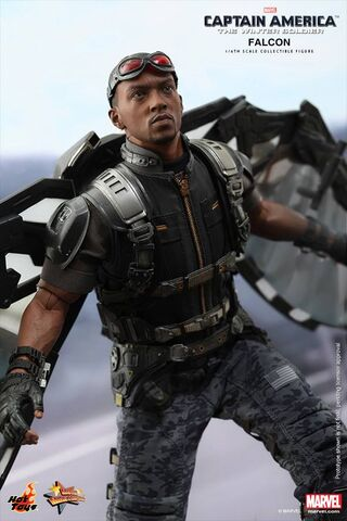 File:Falcon Hot Toy 5.jpg