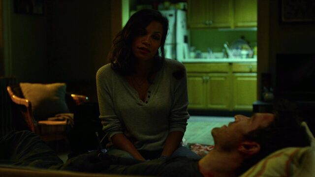 File:Claire-Temple-speaks-to-Murdock-sofa.jpg