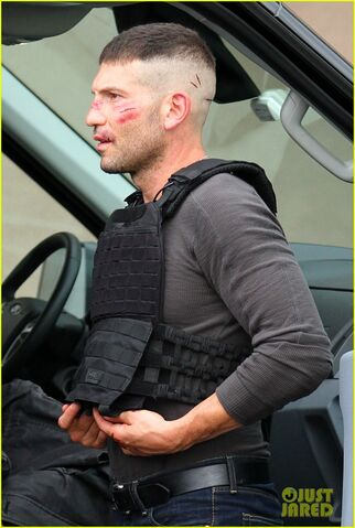 File:Jon-bernthal-cut-up-on-daredevil-set-05-1-.jpg