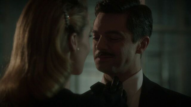 File:Howard-Stark-Seduced-Dottie-Underwood.jpg