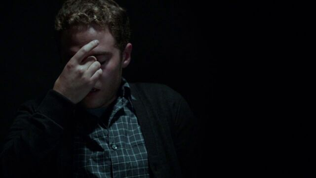 File:Leo-Fitz-Struggles-To-Cope-Ward-Discovery.jpg
