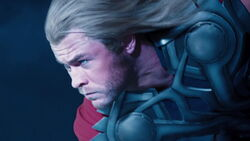 Thor-lands-on-Quinjet
