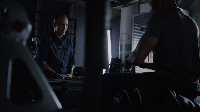 File:Coulson and Mack-4x01.jpeg