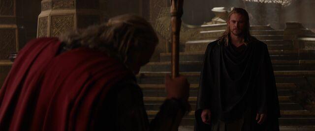 File:Thor-argues-with-Odin-Dark-World.jpg