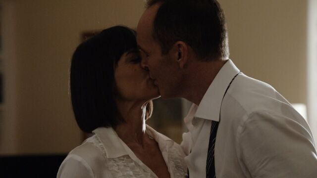 File:CT Coulson Price kiss.jpg