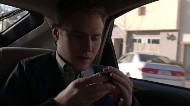 File:Leo-Fitz-finds-Toolbox.jpg