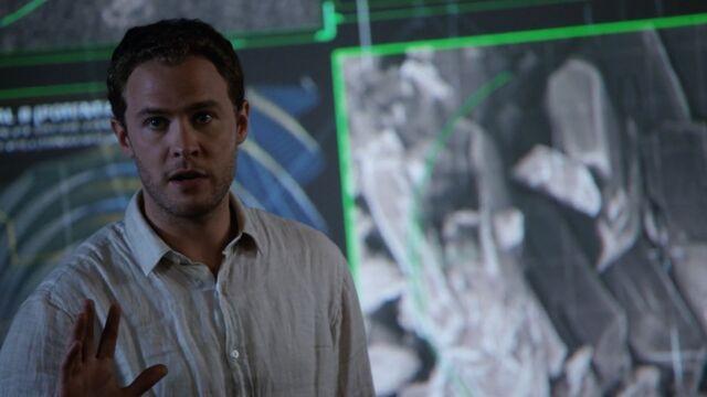 File:Leo-Fitz-explains-theory-S3E2.jpg