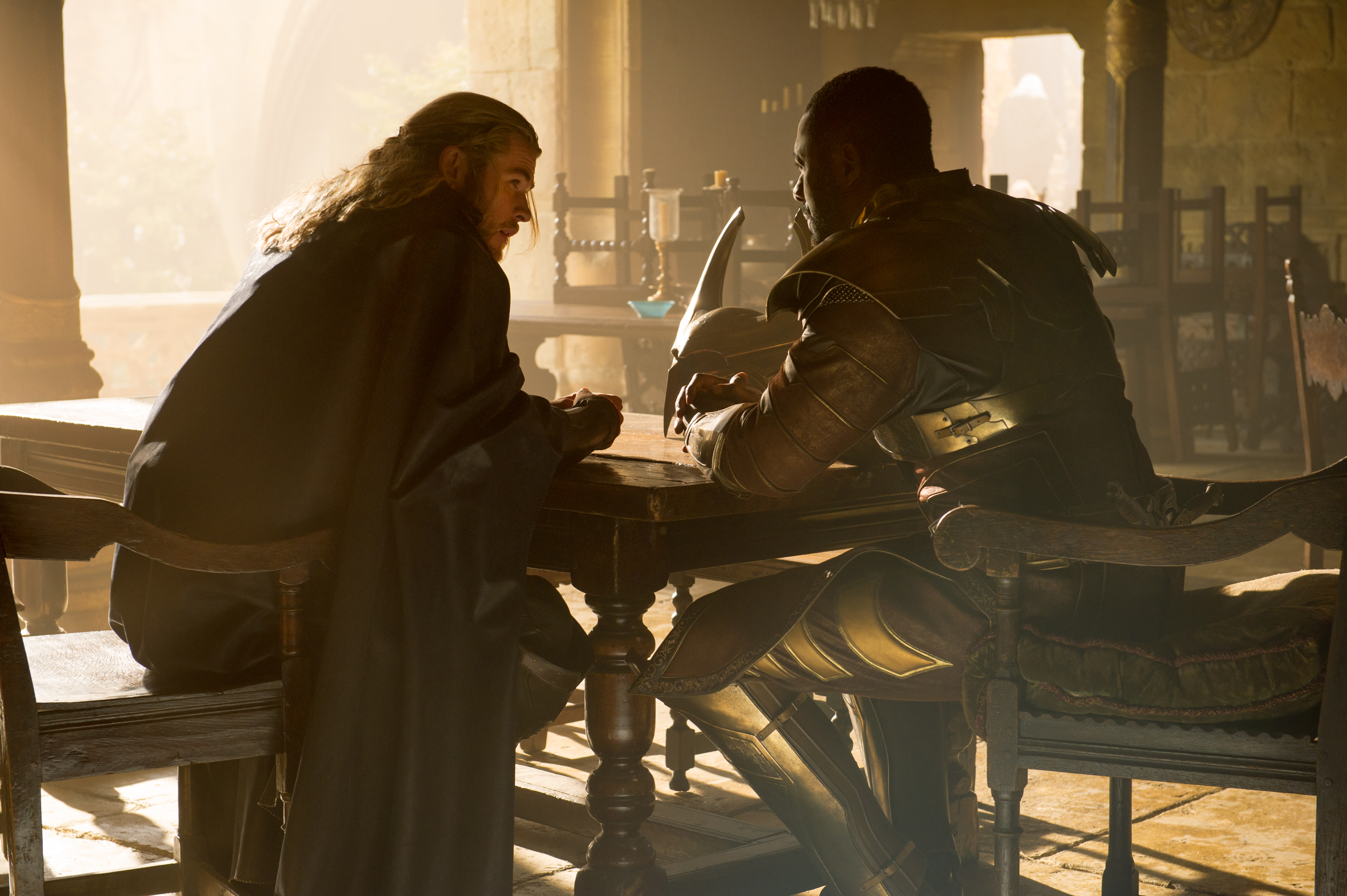 http://vignette2.wikia.nocookie.net/marvelcinematicuniverse/images/f/fe/Thor_Heimdall.jpg/revision/latest?cb=20130909100827