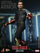 Hot-Toys-Armor-Testing-Tony-Stark-update-2