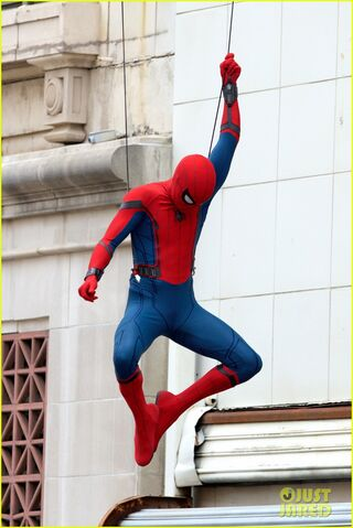 File:Spider-man-swings-into-action-on-set-08.jpg