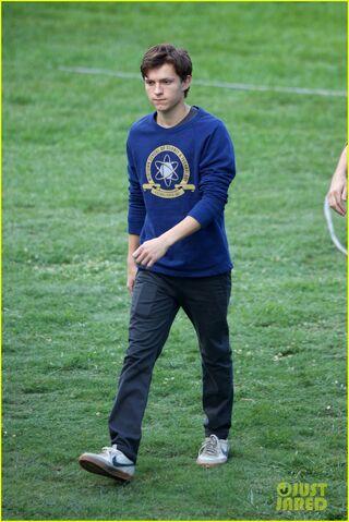 File:Tom-holland-wears-school-sweatshirt-on-spider-man-homecoming-set-16.jpg