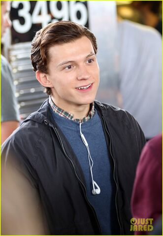 File:Tom-holland-films-spider-man-homecoming-queens-25.jpg