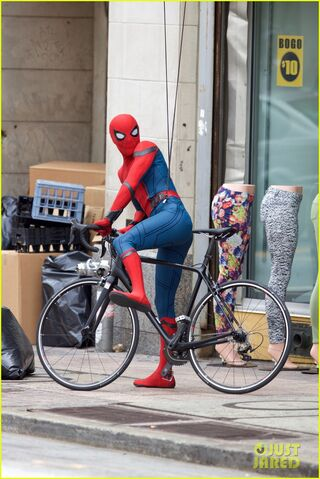 File:Spider-man-swings-into-action-on-set-04.jpg
