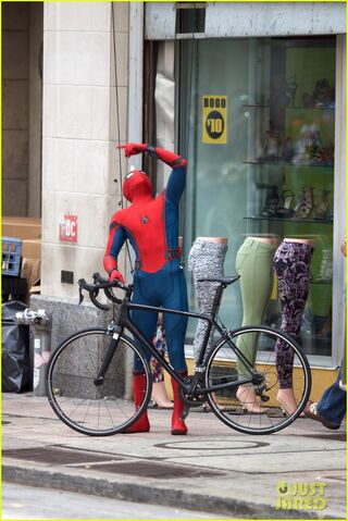 File:Spider-man-swings-into-action-on-set-24.jpg