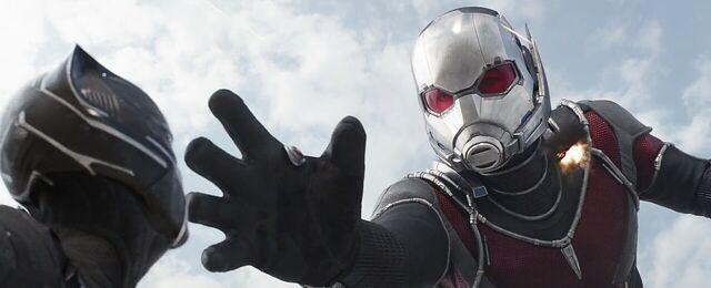 File:Giant-Man 3 Captain America Civil War.jpg