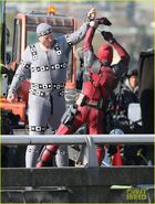 Ryan-reynolds-meets-mayor-at-deadpool-set-15