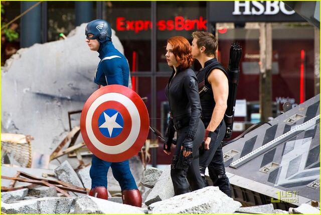 File:Scarlett-johansson-chris-evans-jeremy-renner-avengers-park-ave-15.jpg