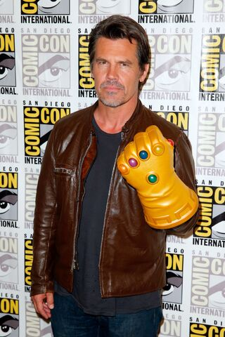 File:Josh Brolin Gauntlet 2.jpg