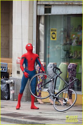 File:Spider-man-swings-into-action-on-set-14.jpg