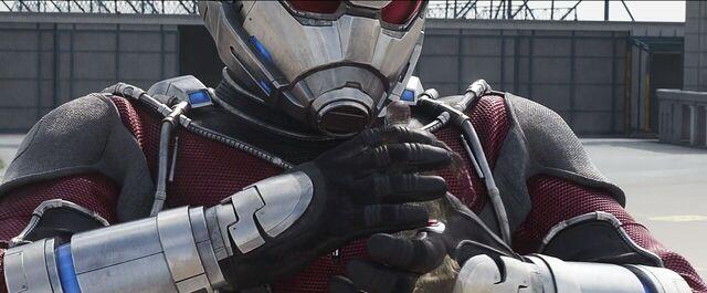 File:Vision Giant-Man 4 Captain America Civil War.JPG