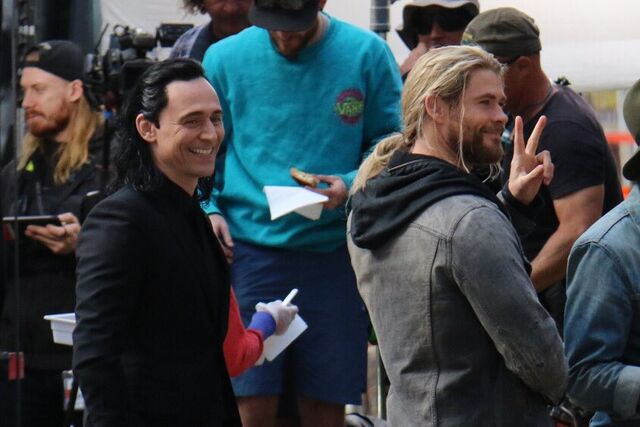 File:Thor - Ragnarok - Set - August 21 2016 - 3.jpg