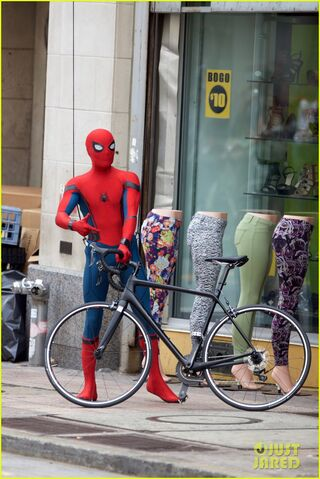 File:Spider-man-swings-into-action-on-set-07.jpg
