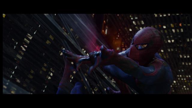 File:Spiderman se auto lanza hacia la cima de la Torre Oscorp..png