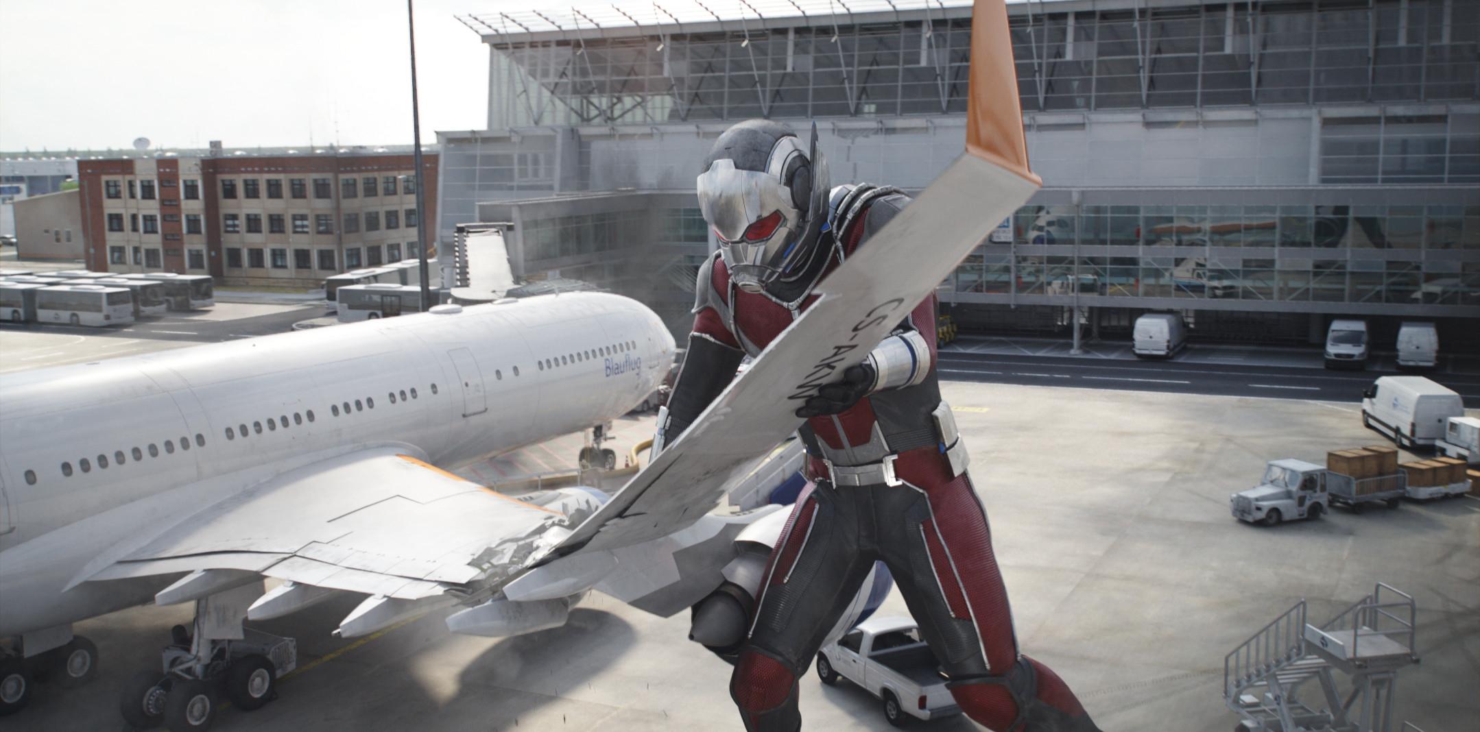 File:Ant-Man Giant.jpg