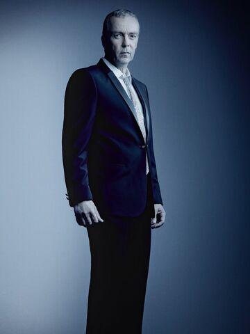 File:Agents Of SHIELD Season 4 Poster Holden.jpg