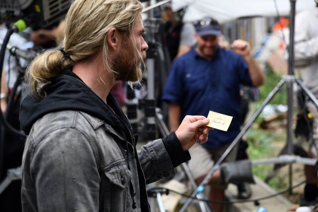 File:Thor - Ragnarok - Set - August 22 2016 - 1.jpg