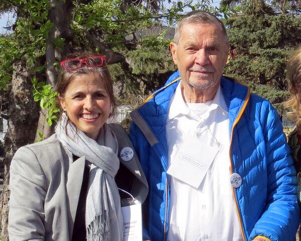 File:Terri and Jim Hawkes.jpg