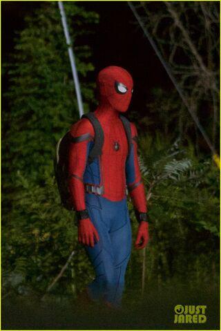 File:Tom-holland-spiderman-night-shoots-stunt-note-03.jpg