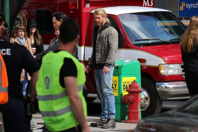 File:Thor - Ragnarok - Set - August 21 2016 - 2.jpg