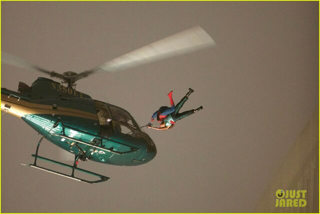 File:Spider-man-stunt-doubles-helicopter-scene-07.jpg