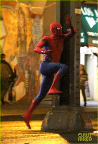 File:Tom-holland-spiderman-queens-hello-kitty-07.jpg