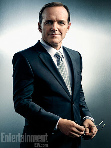 File:Phil Coulson 01.jpg