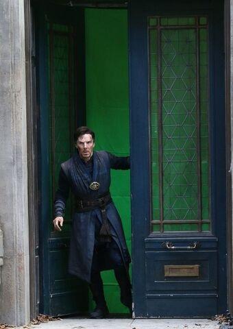 File:Doctor Strange Filming 64.jpg