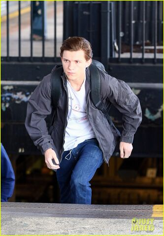 File:Tom-holland-films-spider-man-homecoming-queens-08.jpg