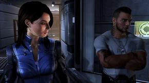 Ashley junto a James Vega, con marcas sintéticas si Shepard ha tomado esa decisión
