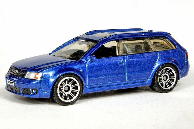 File:Metalflake Blue Audi RS6 Avant - 6704df.jpg