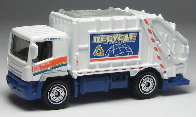 File:Garbage truck vari.jpg