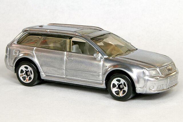 File:Custom Chrome Matchbox Audi RS6 Avant - 6029gf.jpg